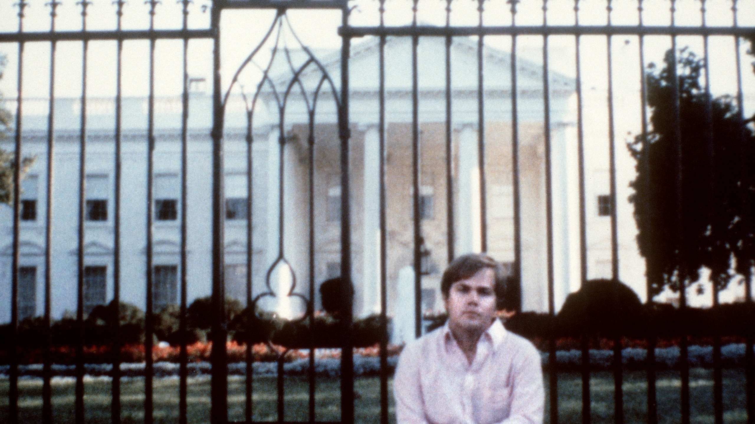 John Hinckley Jr. poses in front of the White House in 1980. (Credit: AFP / Getty Images)