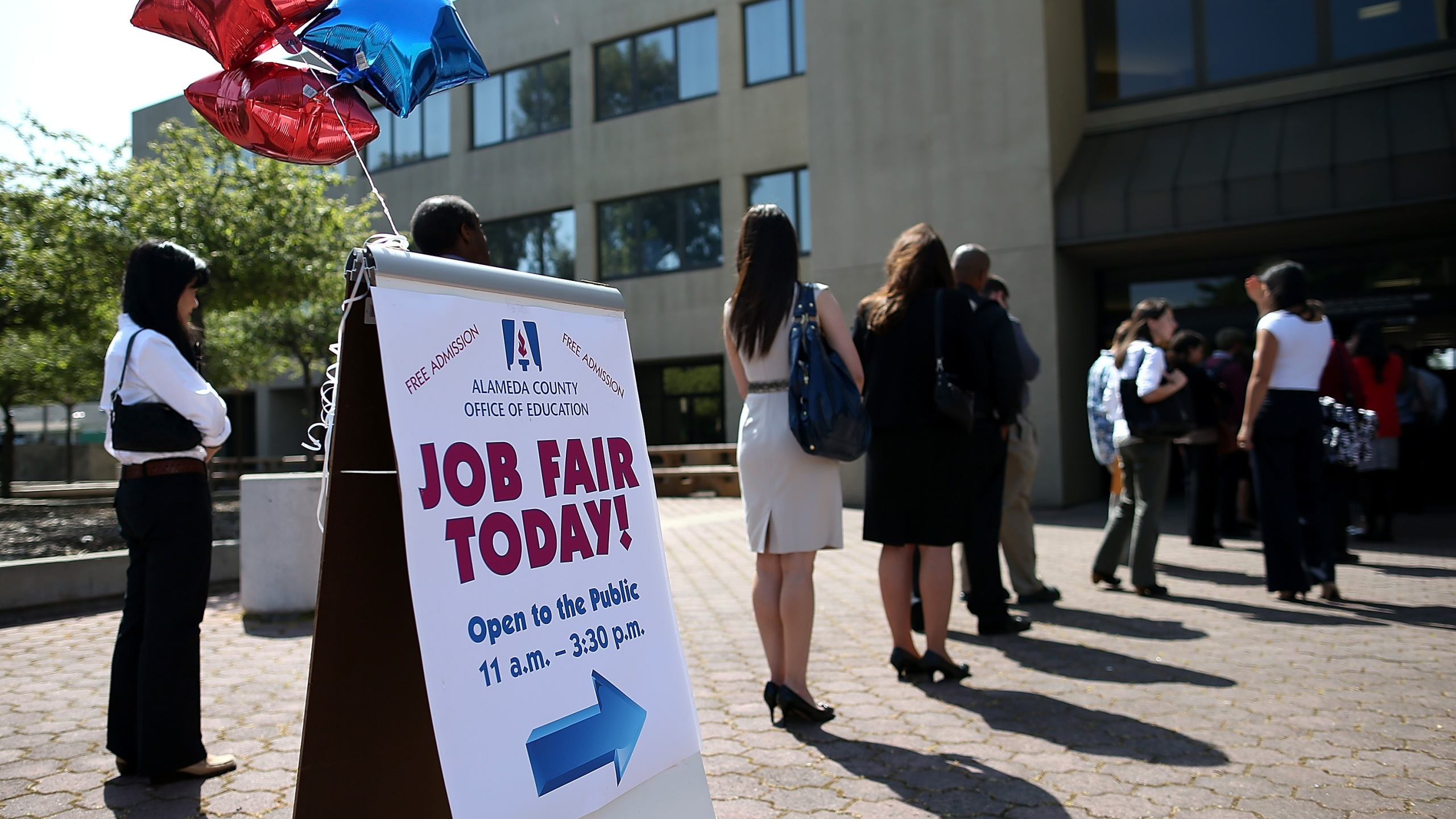 Job seekers line up to enter a job fair at the Alameda County Office of Education on April 24, 2013, in Hayward, California. (Credit: Justin Sullivan/Getty Images)