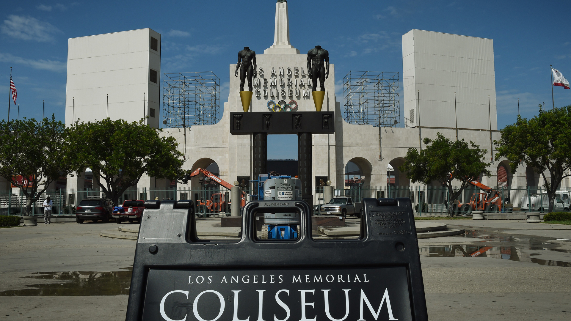 The Los Angeles Memorial Coliseum is seen on Aug. 26, 2015, in Los Angeles. (Credit: Mark Ralston/AFP/Getty Images)