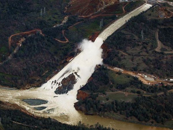 In February 2017, water can be seen flowing out of the Oroville Dam's main spillway. (Credit: Marcus Yam/ Los Angeles Times)