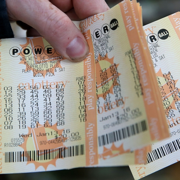 A customer holds a handful of Powerball tickets at Kavanagh Liquors on January 13, 2016 in San Lorenzo. (Credit: Justin Sullivan/Getty Images)