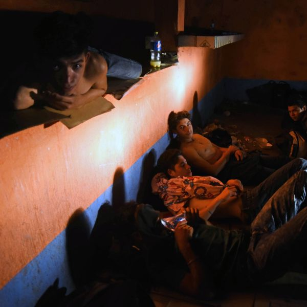 Honduran migrants heading to the United States take a rest at an abandoned house in Zacapa, Guatemala, on Oct. 16, 2018. (Credit: ORLANDO ESTRADA/AFP/Getty Images)