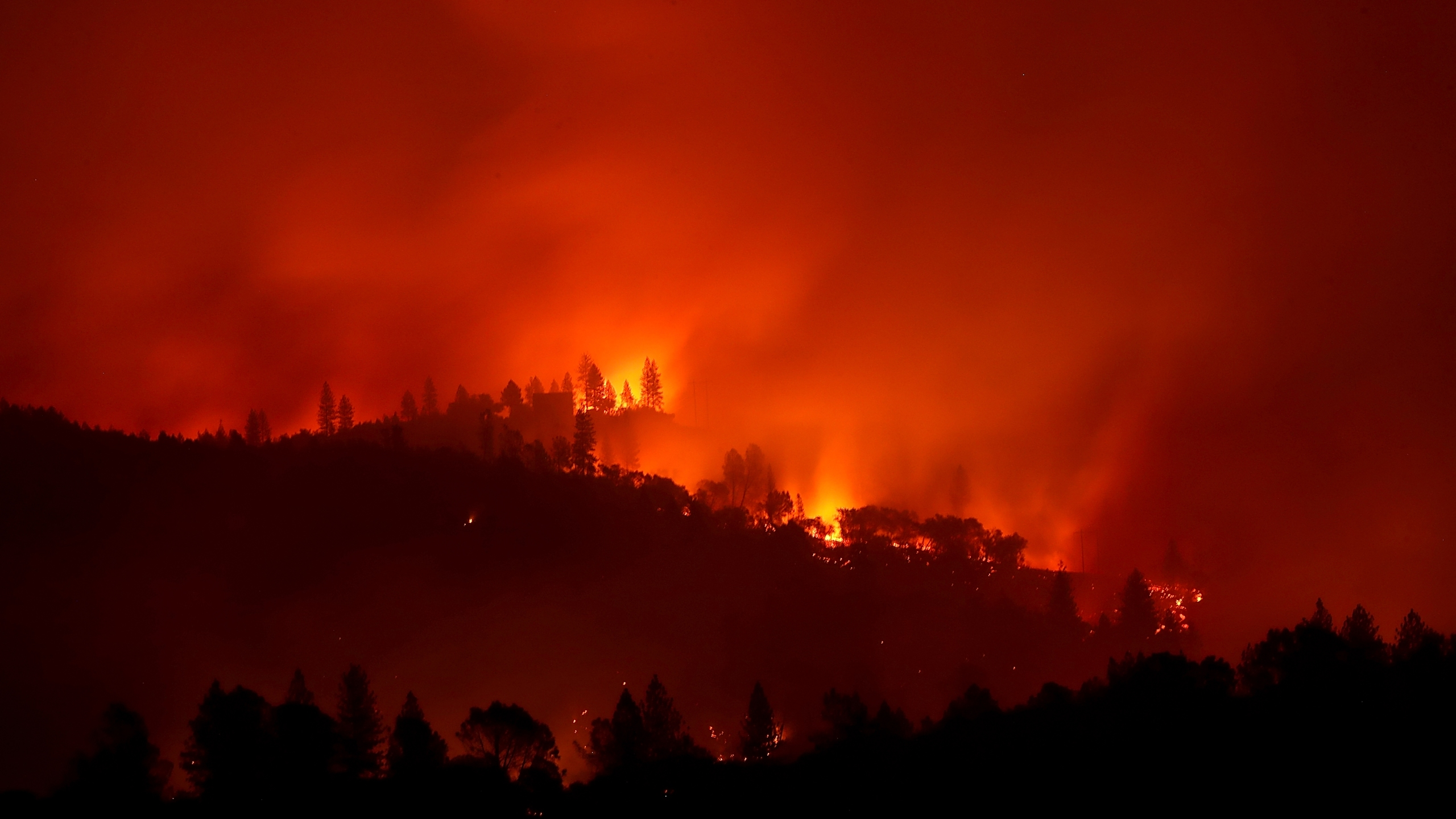 The Camp Fire burns in the hills on Nov. 10, 2018, near Ororville, California. (Credit: Justin Sullivan/Getty Images)