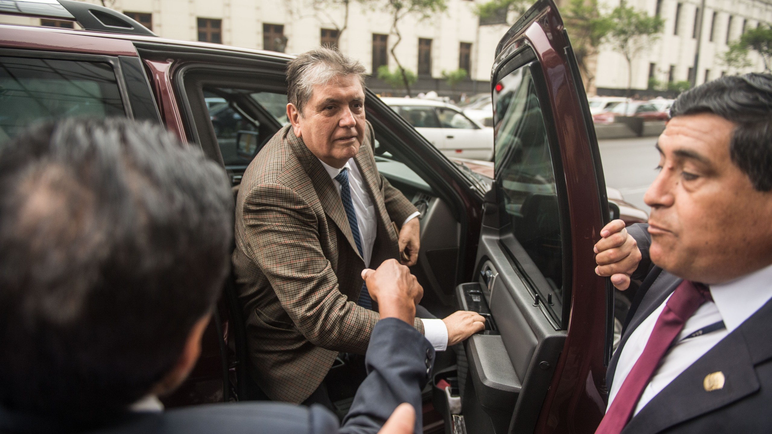 Alan Garcia arrives at the prosecutor office in Lima on Nov. 15, 2018. (Credit: ERNESTO BENAVIDES/AFP/Getty Images)