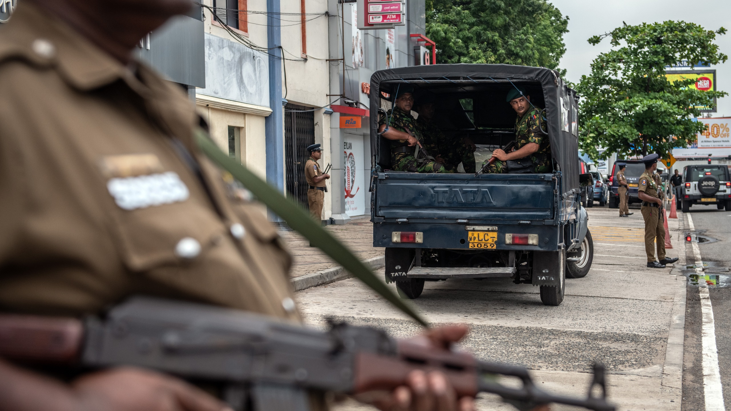 Soldiers and armed police officers guard the area near Dawatagaha Jumma Masjid ahead of Friday prayers on April 26, 2019 in Colombo, Sri Lanka. (Credit: Carl Court/Getty Images)