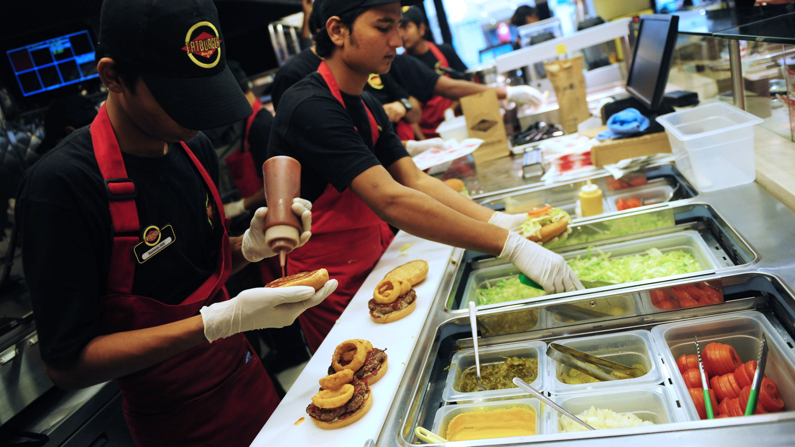 In this picture taken Jan. 10, 2013, Pakistani employees prepare food at a Fatburger location in Karachi. (Credit: Rizwan Tabassum / AFP / Getty Images)