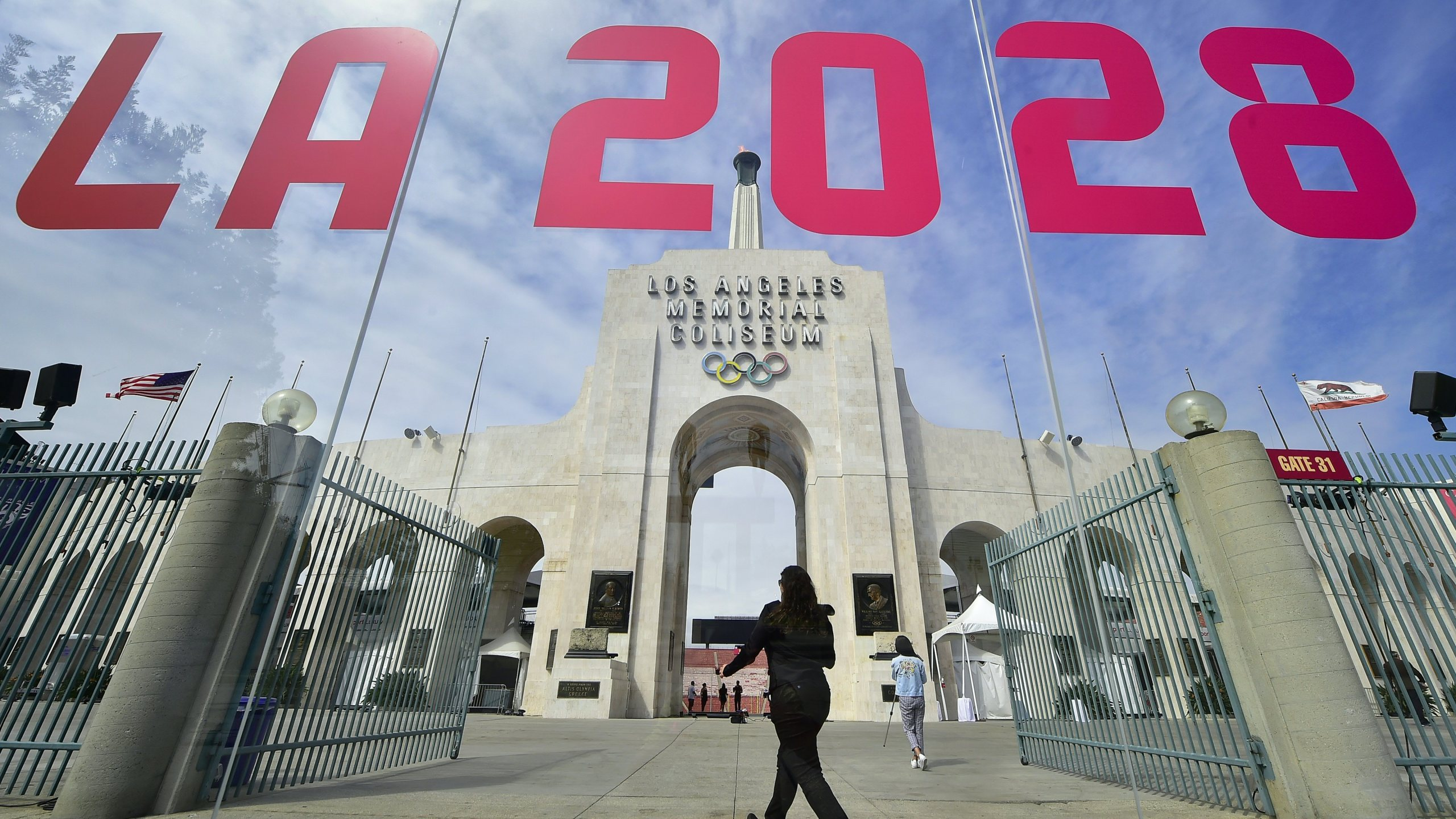 The torch is lit at the Los Angeles Coliseum on September 13, 2017. (Credit: FREDERIC J. BROWN/AFP/Getty Images)