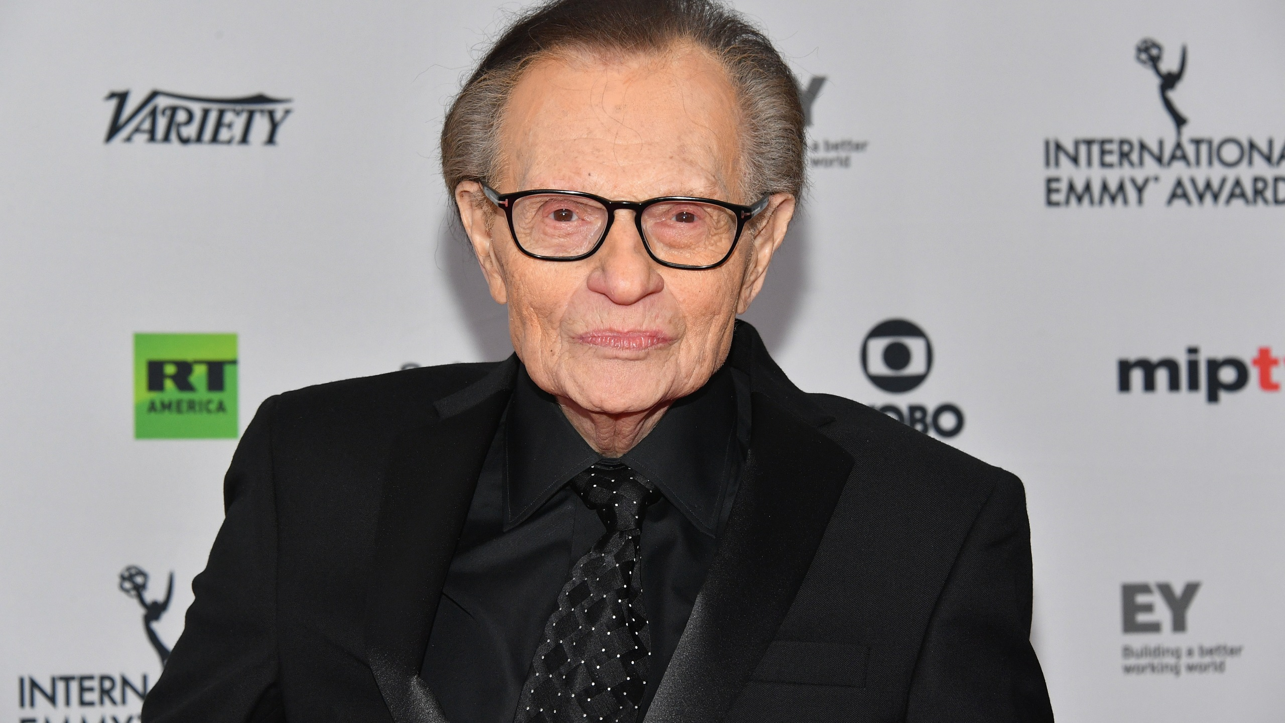 Larry King attends the 45th International Emmy Awards at New York Hilton on Nov. 20, 2017 in New York City. (Credit: Dia Dipasupil/Getty Images)