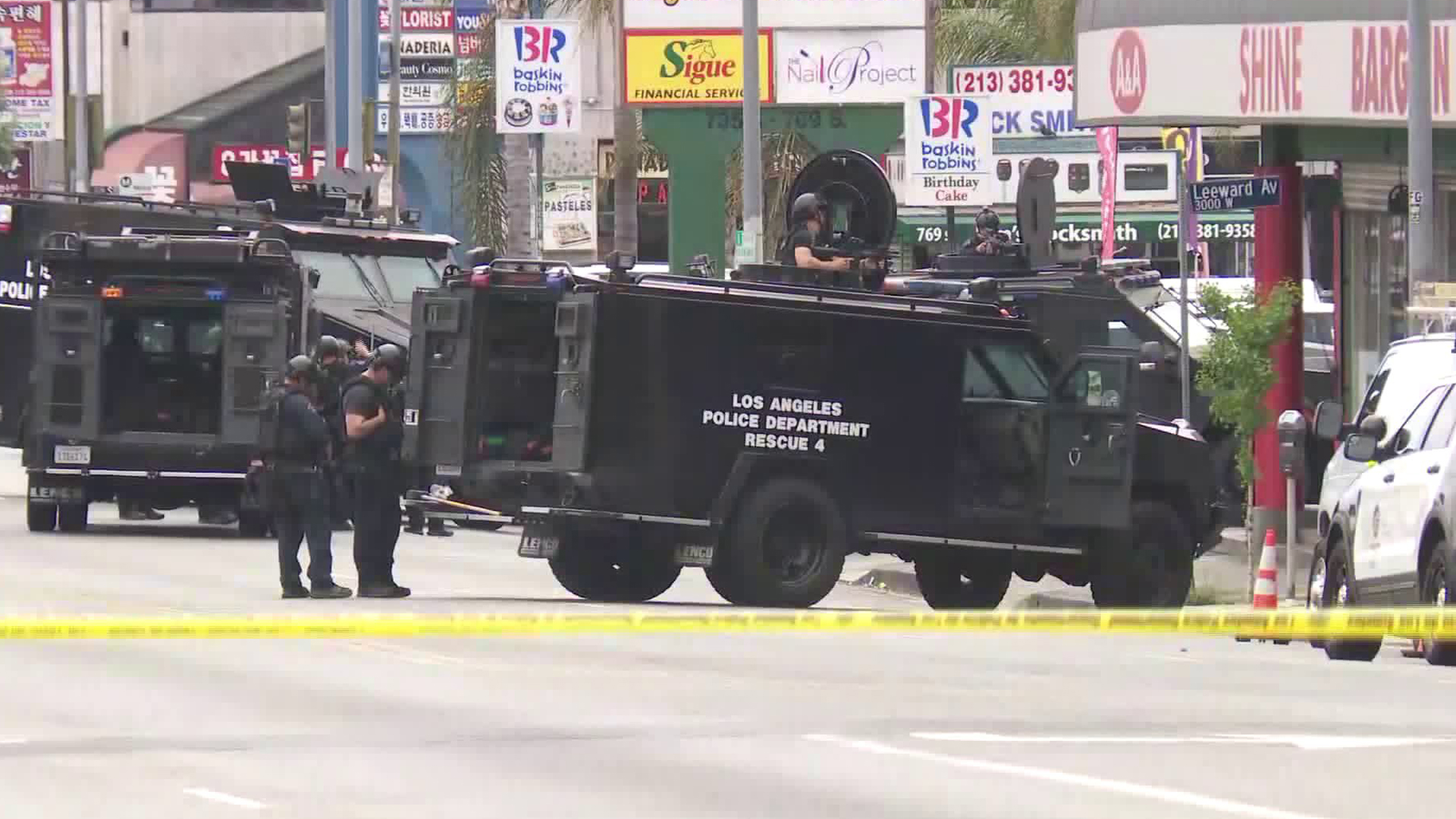 Police surround A & A Shine Bargain in Koreatown on April 30, 2019. (Credit: KTLA)