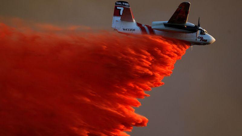 A Cal Fire S-2 air tanker disgorges a retardant slurry in 2014. (Credit: Allen J. Schaben / Los Angeles Times)