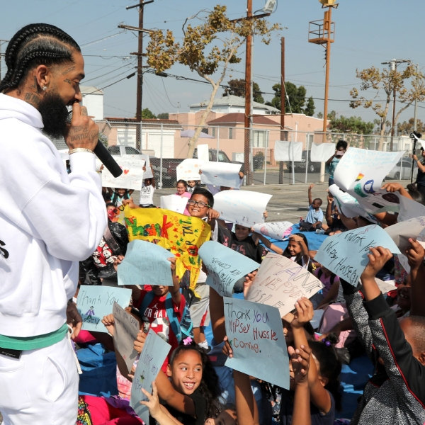 Nipsey Hussle speaks to kids at an event unveiling the basketball courts he helped refurbish at his former elementary school in Hyde Park on Oct. 22, 2018. (Credit: Jerritt Clark/Getty Images for PUMA)