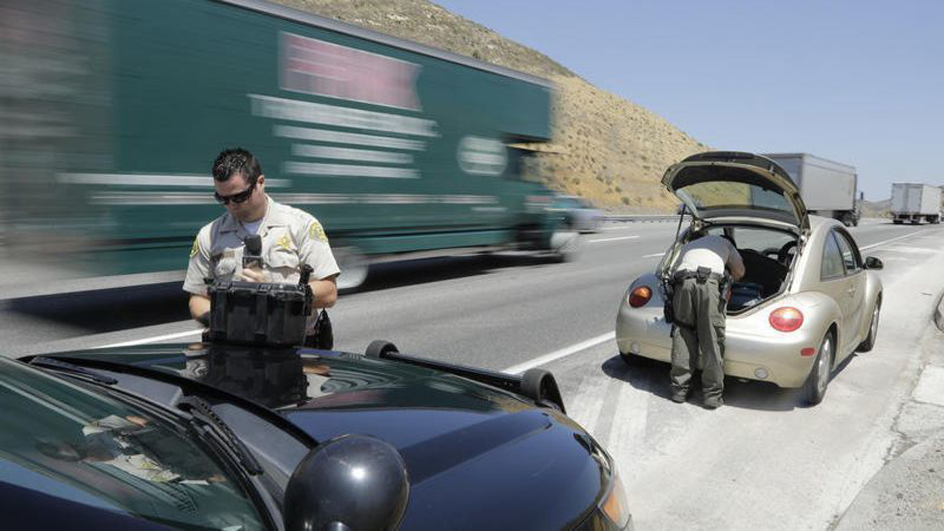 """The Sheriff's Department's Domestic Highway Enforcement team's operations were suspended in November after the county's inspector general said it was """"inherently built to violate the constitutional rights of a vast number of people passing through the I-5 Freeway."""" (Credit: Myung J. Chun / Los Angeles Times)"""