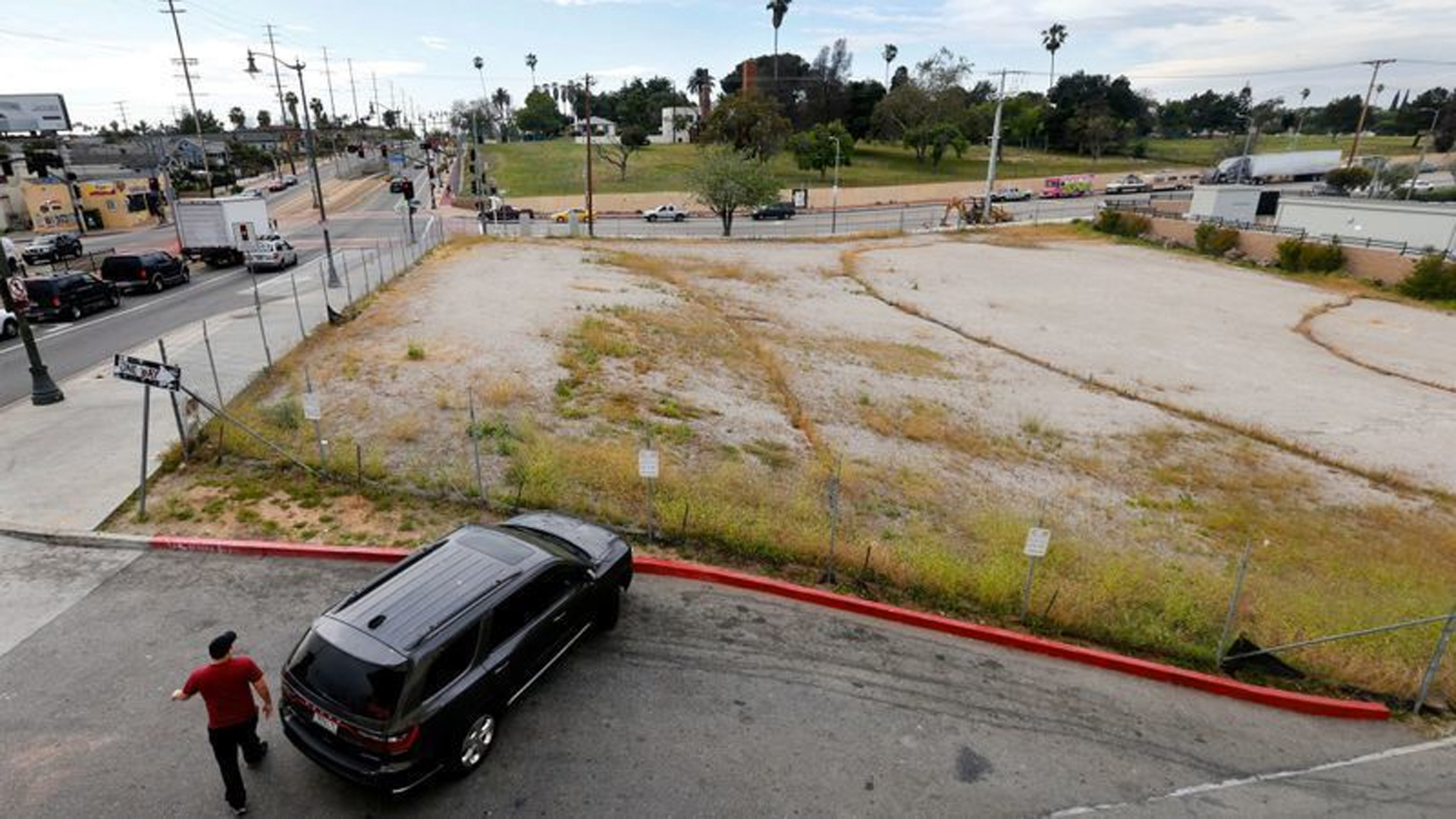 After Councilman Jose Huizar reversed course, the Los Angeles City Council cleared the way Tuesday for construction of a homeless housing project on this lot in Boyle Heights next to the popular El Mercado shopping center. (Credit: Mel Melcon / Los Angeles Times)