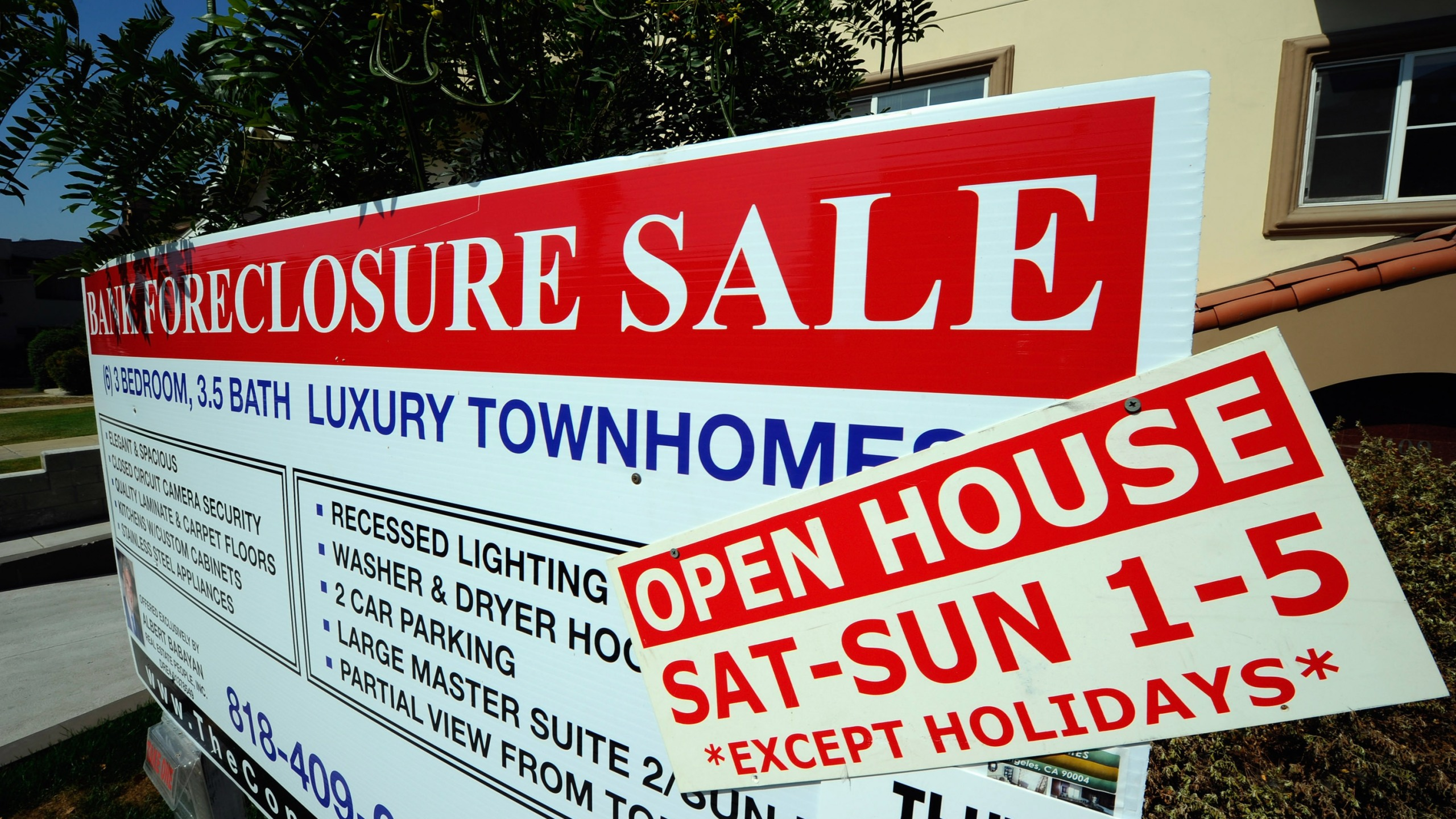 "A ""bank foreclosure sale"" sign is posted in front of townhomes in Los Angeles on Aug. 12, 2010. (Credit: Kevork Djansezian / Getty Images)"