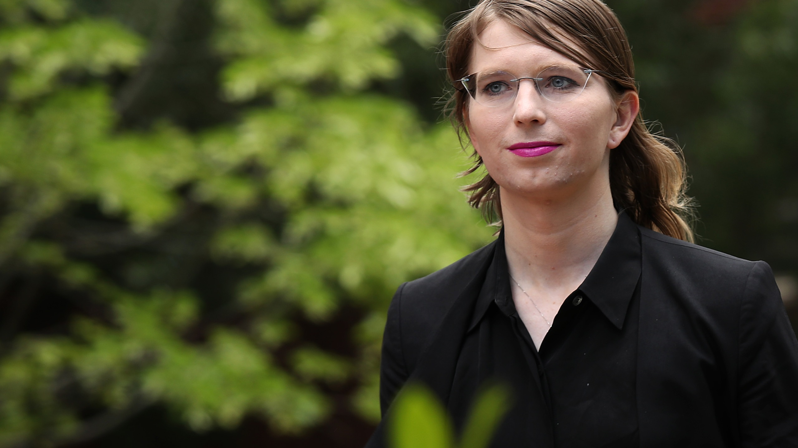 Former U.S. Army intelligence analyst Chelsea Manning arrives at the Albert Bryan U.S federal courthouse May 16, 2019, in Alexandria, Va. (Credit: Win McNamee/Getty Images)