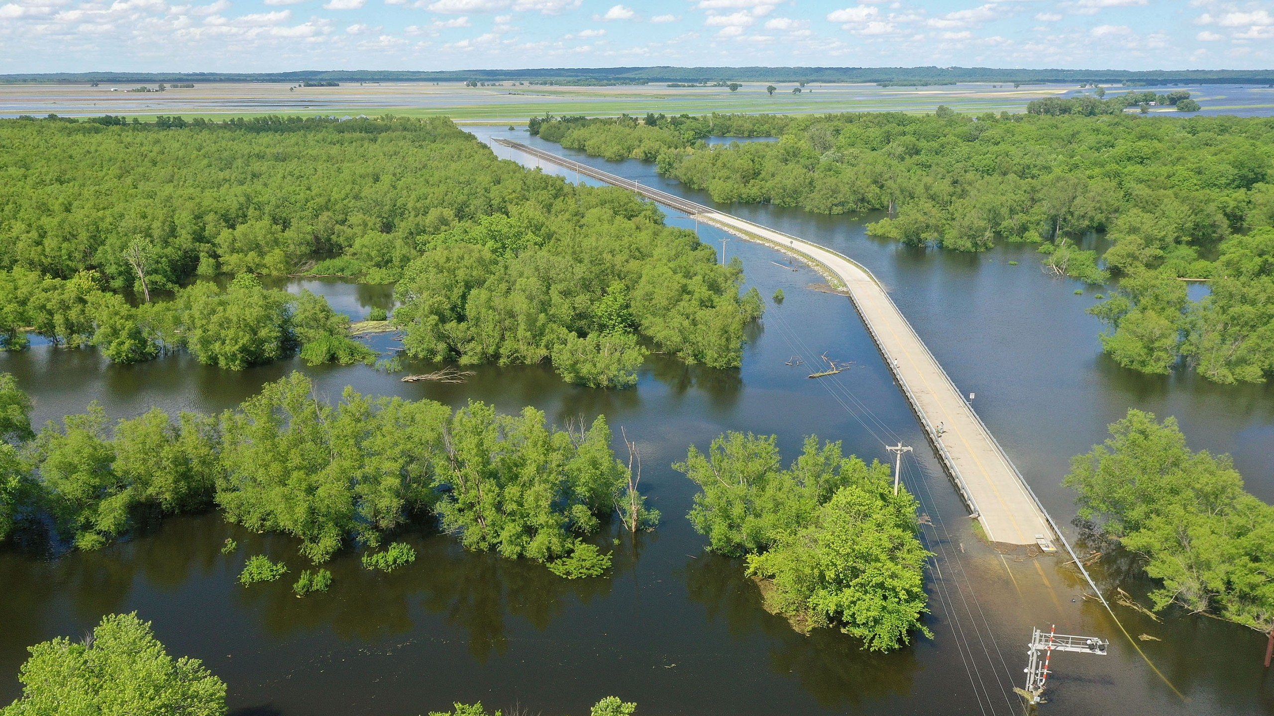 Floodwater from the Mississippi River cuts off the roadway from Missouri into Illinois at the states' border on May 30, 2019 in Saint Mary, Missouri. (Credit: Scott Olson/Getty Images)