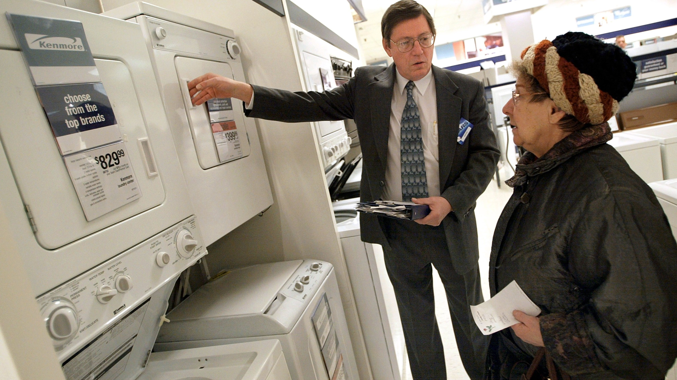 A sales associate assists a customer as she shops for a washer/dryer at an Illinois Sears store on Jan. 22, 2003. (Credit: Tim Boyle/Getty Images)