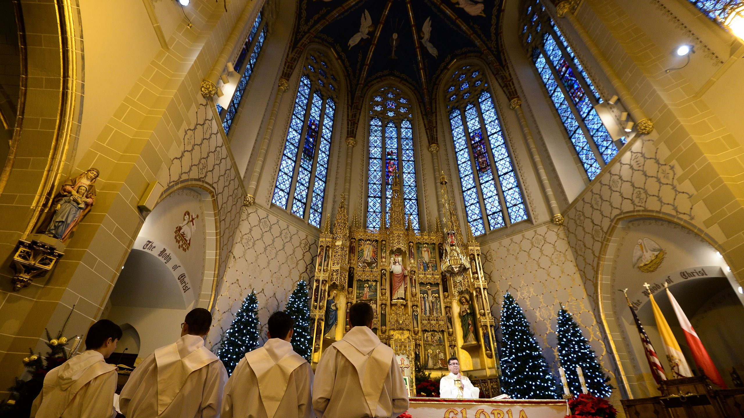A priest says Sunday Mass at a Polish catholic church in Hamtramck, Mich., on Jan. 10, 2016. (Credit JEWEL SAMAD/AFP/Getty Images)