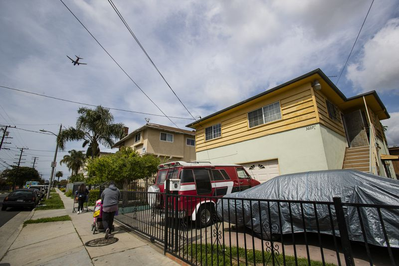 A jetliner flies over the 3600 block of 104th Street in Inglewood in an undated photo. (Credit: Gina Ferazzi / Los Angeles Times)