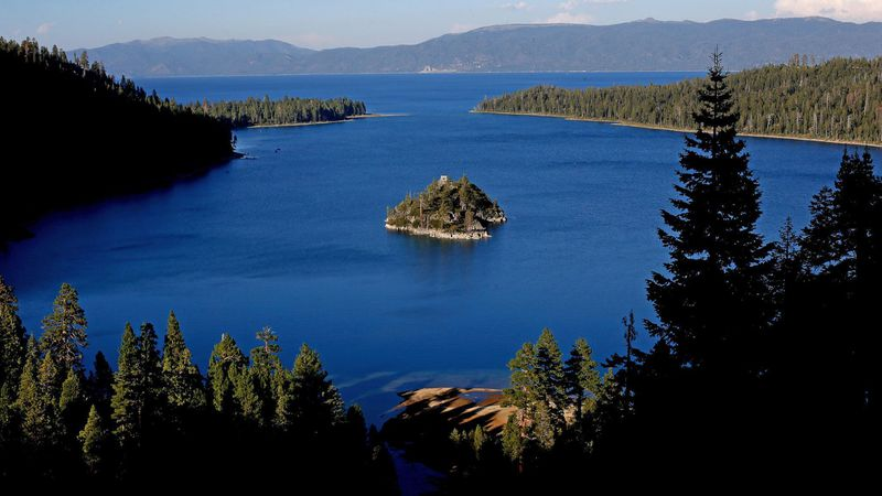 Lake Tahoe's cobalt blue waters are seen on Aug. 31, 2016. (Credit: Gary Coronado / Los Angeles Times)
