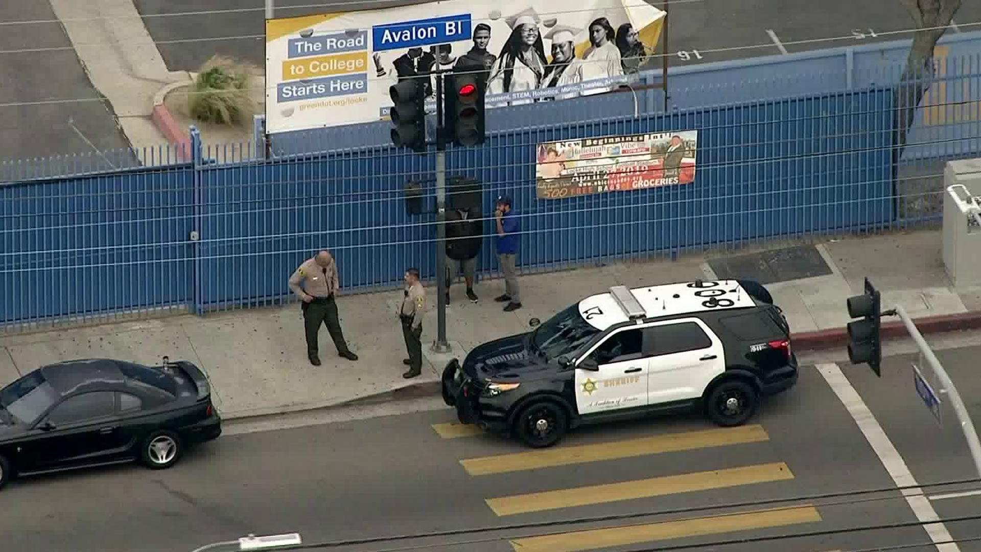 Police investigate a reported bomb threat at Alain LeRoy Locke College Preparatory Academy on May 3, 2019. (Credit: KTLA)
