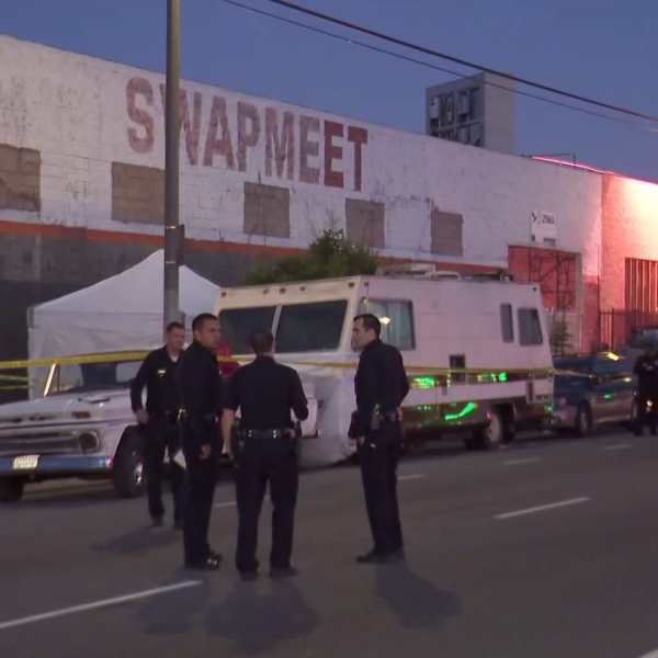 Police investigate a fatal shooting along Vermont Avenue in South Los Angeles on May 28, 2019. (Credit: KTLA)