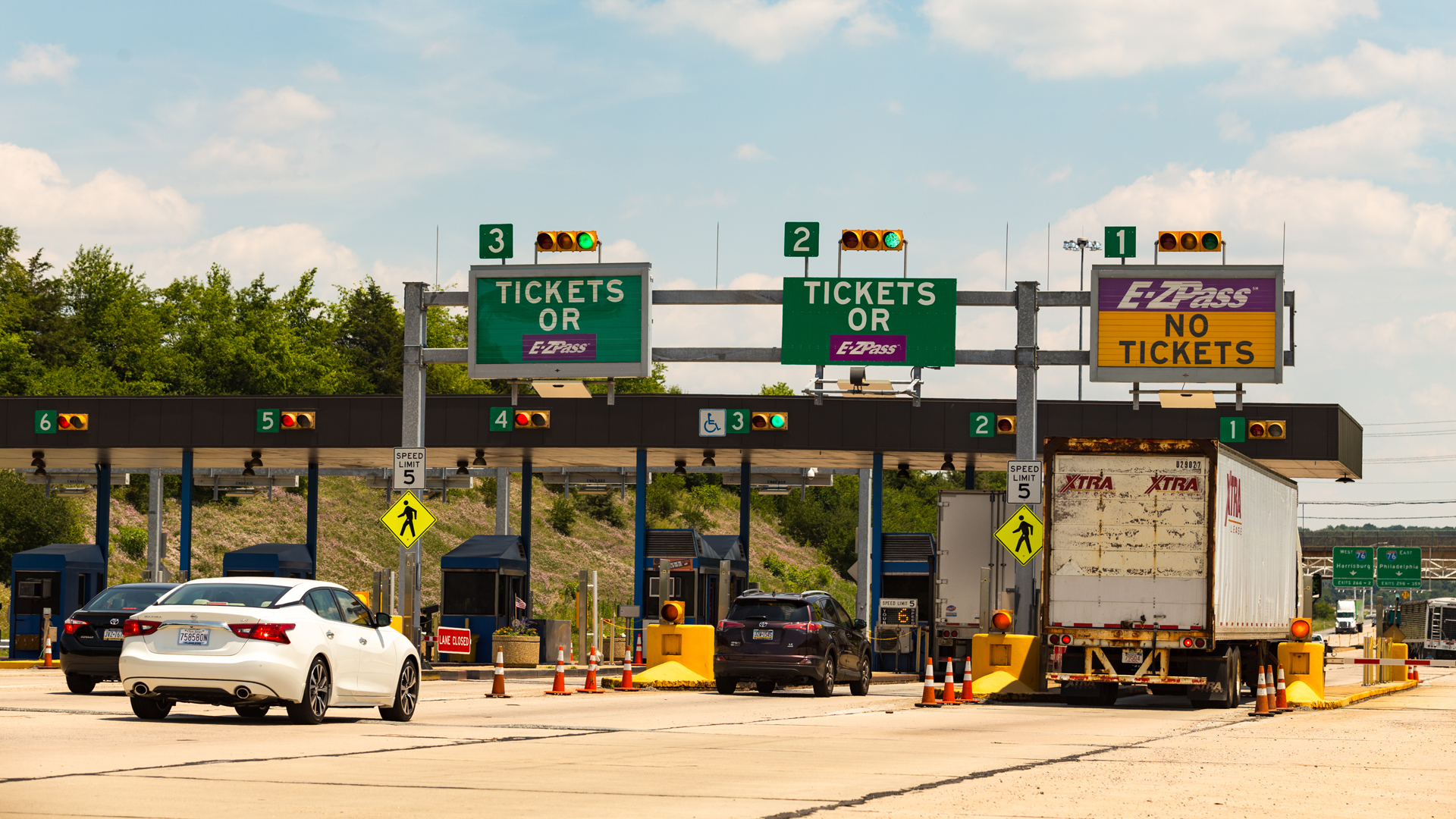 Vehicles approach the entrance toll plaza at the Pennsylvania Turnpike Interchange in this file photo from 2016. (Credit: iStock / Getty Images Plus)