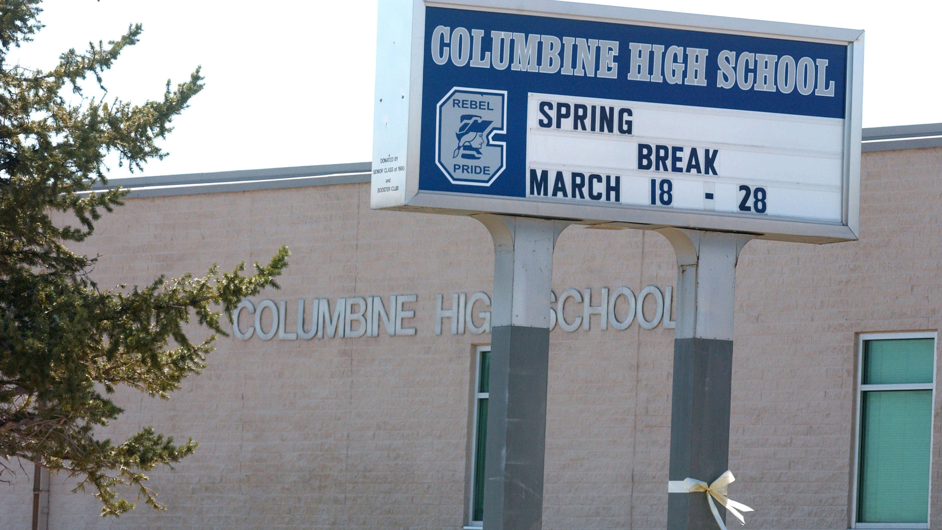 A sign announcing spring break week for Columbine High School students is shown March 22, 2005, in Littleton, Colorado. (Credit: Thomas Cooper/Getty Images)