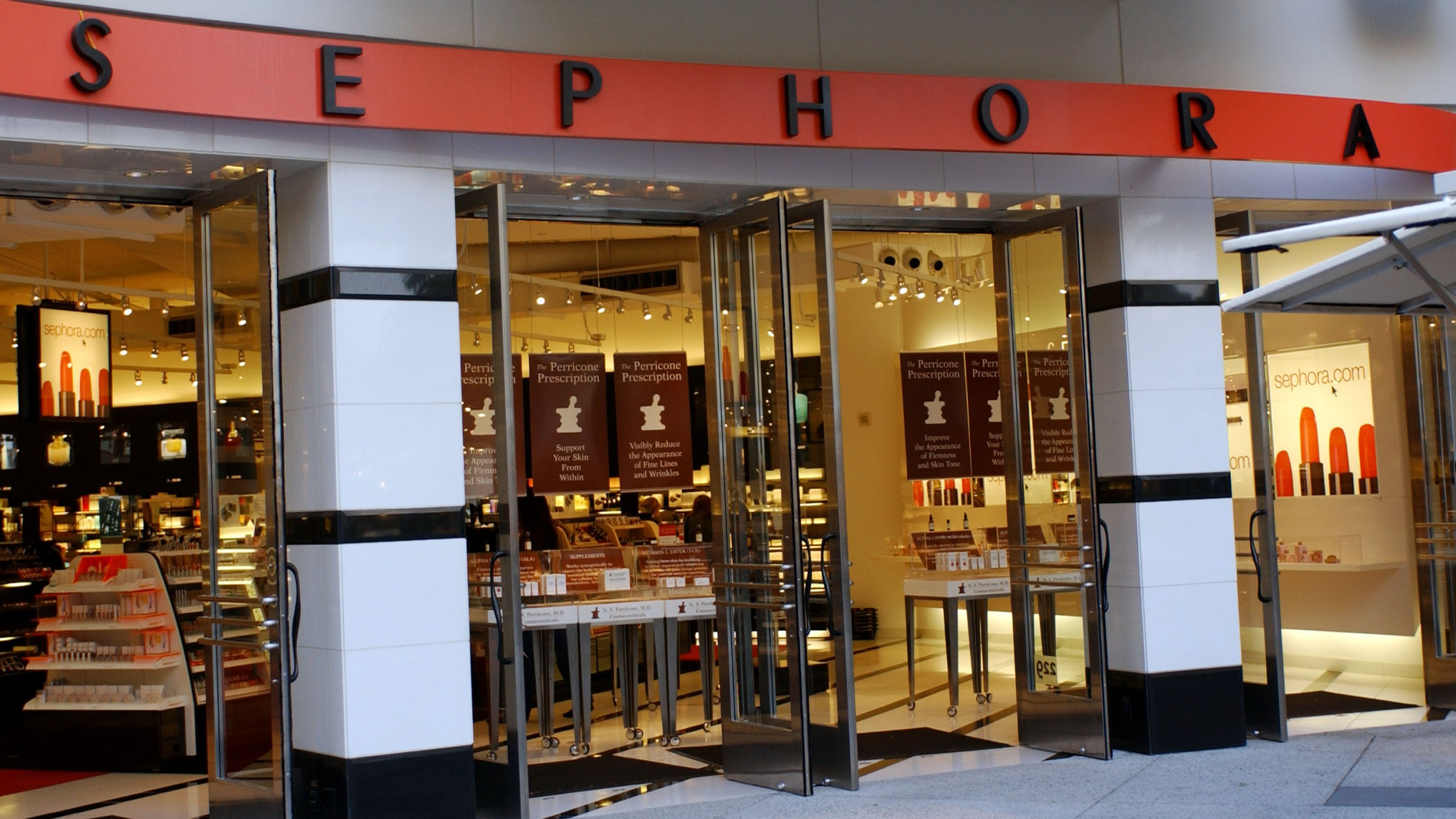 A Sephora store is photographed on Oct. 18, 2002 in Hollywood. (Credit: Jon Kopaloff/Getty Images)