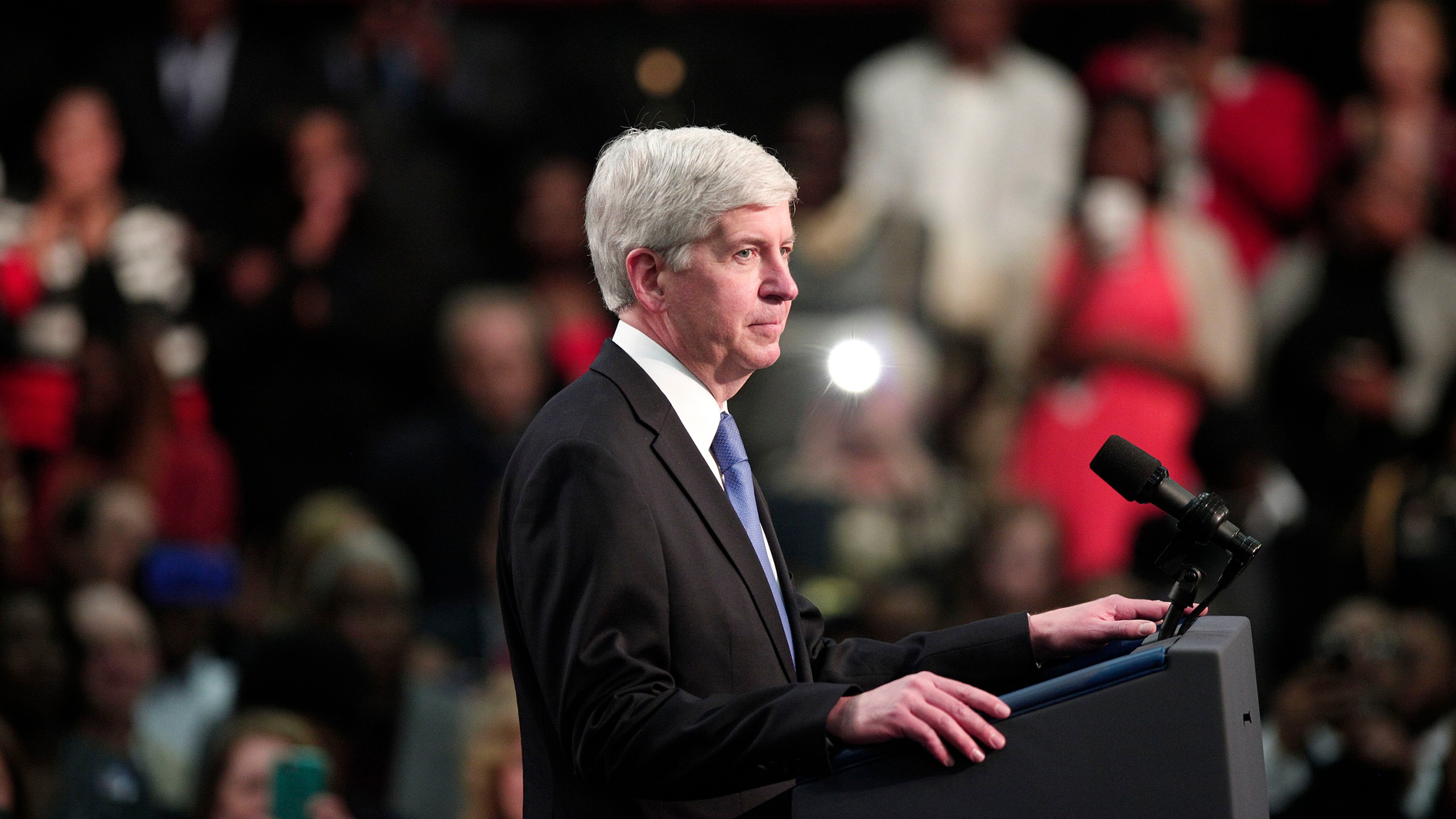 Rick Snyder listens from the stage as the crowd boos at a May 4, 2016 event addressing the water contamination in Flint, Michigan. (Credit: Bill Pugliano/Getty Images)