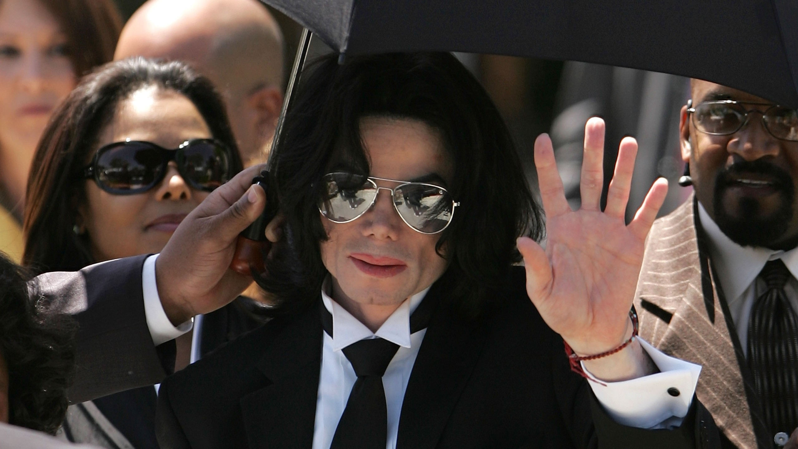 Michael Jackson waves to fans after he is found not guilty on all counts in his child molestation trial at the Santa Barbara County Courthouse June 13, 2005 in Santa Maria, California. (Credit: Win McNamee/Getty Images)