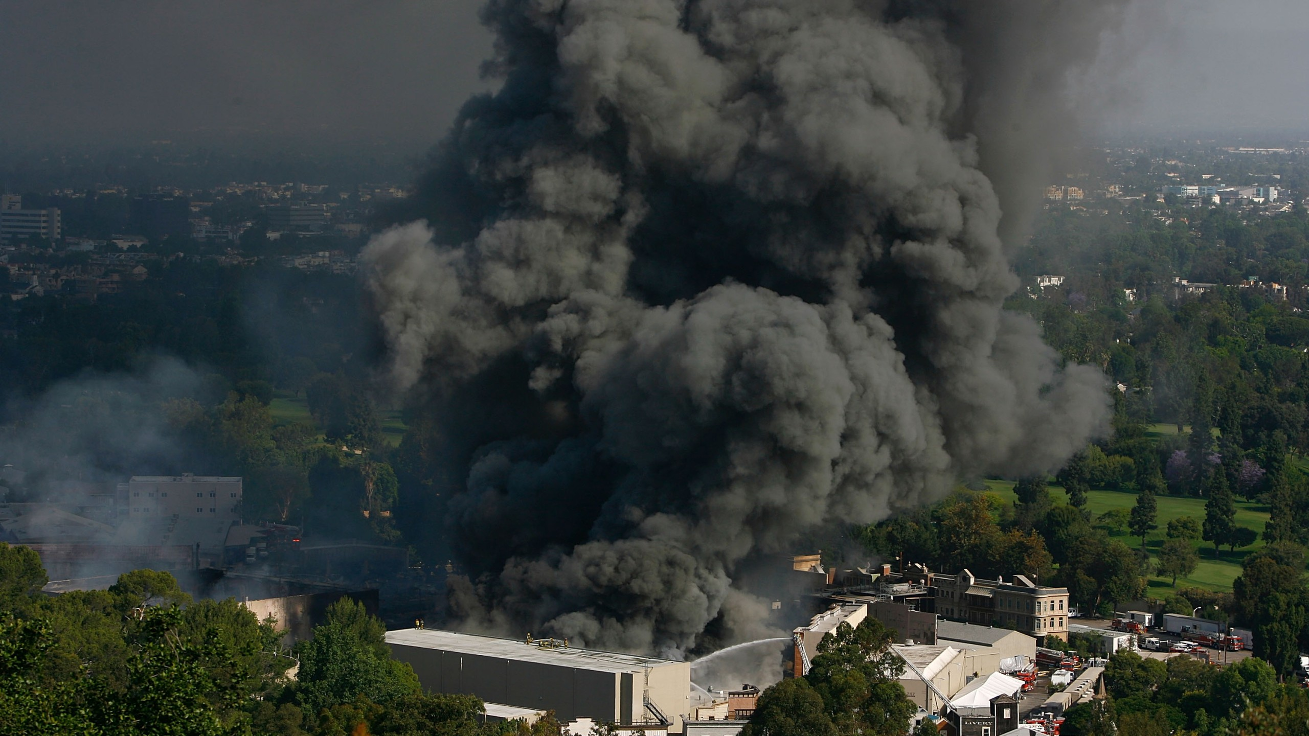 Approximately 300 firefighters battle a huge fire on the backlot of Universal Studios on June 1, 2008 in Universal City, California. (Credit: David McNew/Getty Images)