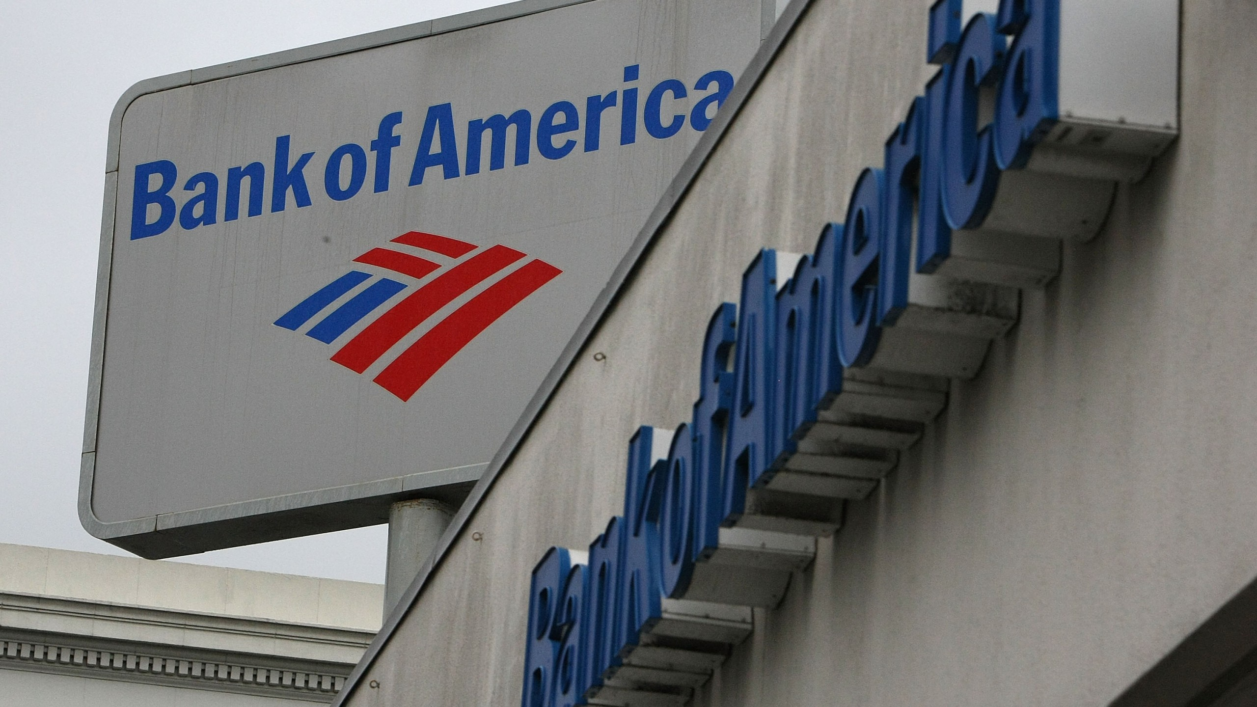 The Bank of America logo is displayed on the side of a Bank of America branch office January 20, 2010 in San Francisco, California. (Credit: Justin Sullivan/Getty Images)
