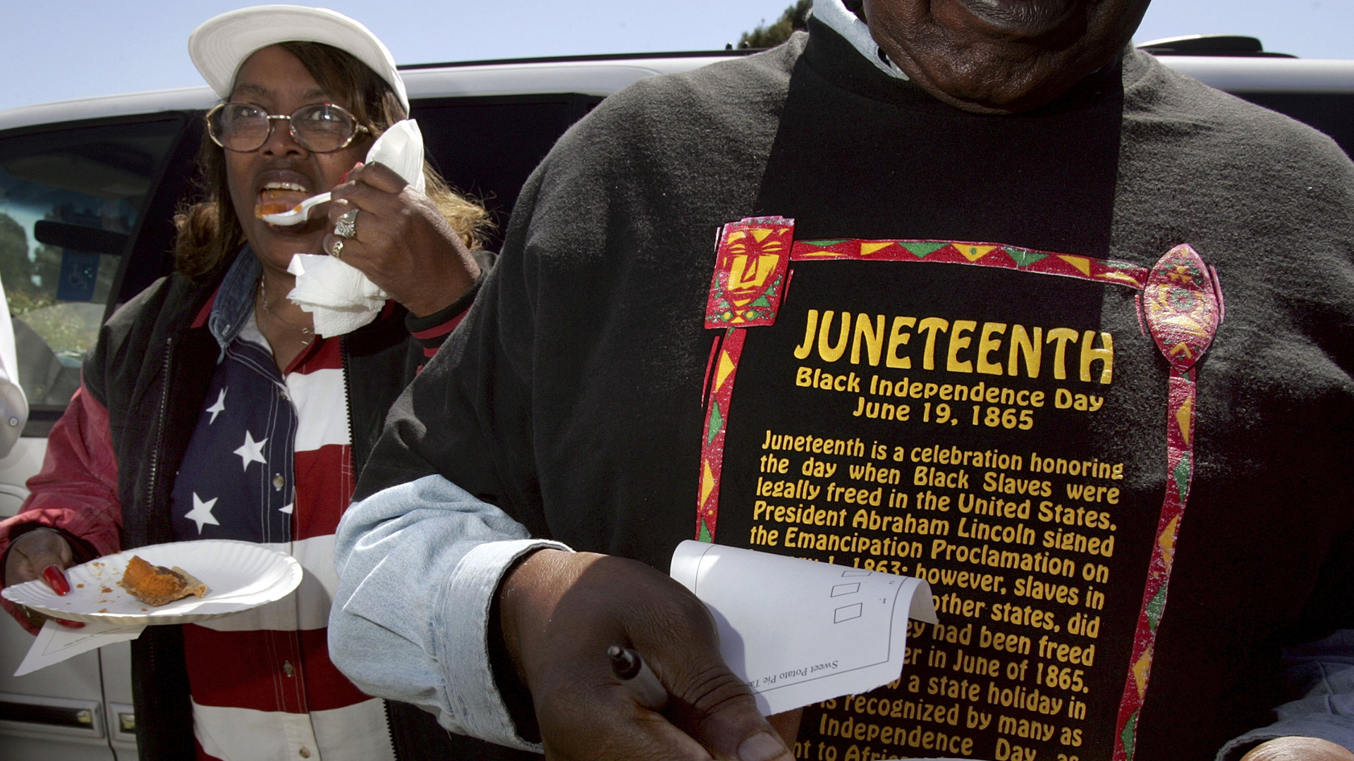 Naomi Williams (L) and D'Emanuel Grosse Sr. (R) taste the sweet potato pie entered in the cook-off contest at the Juneteenth, Black Independence Day celebrations at Nichol Park on June 19, 2004, in Richmond, Calif. (Credit: David Paul Morris/Getty Images)