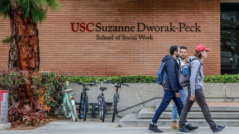 Students are seen walking past the Suzanne Dworak-Pech School of Social Work at the University of Southern California in this undated photo. (Credit: Robert Gauthier / Los Angeles Times)
