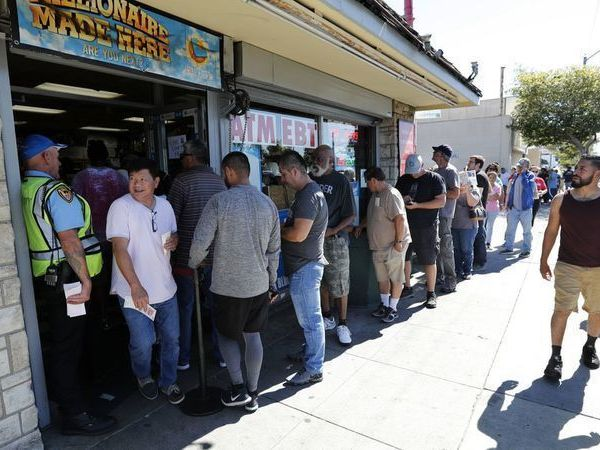 People wait in line outside of Bluebird Liquor in Hawthorne to buy Mega Millions lottery tickets in 2018. (Credit: Mel Melcon / Los Angeles Times)
