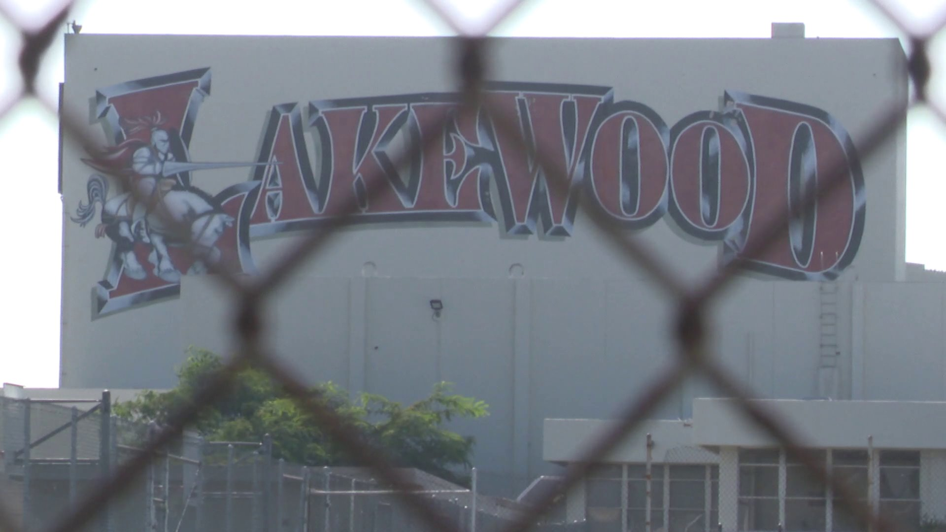 Lakewood High School on Briercrest Avenue in Lakewood is seen on Sept. 2, 2018. (Credit: KTLA)