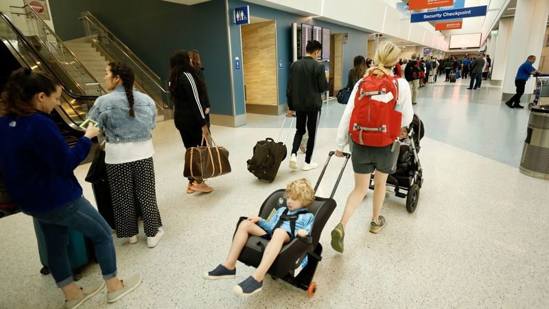 Passengers reenter Terminal 1 after officials evacuated because of a power outage on June 6, 2019. (Credit: Al Seib / Los Angeles Times)