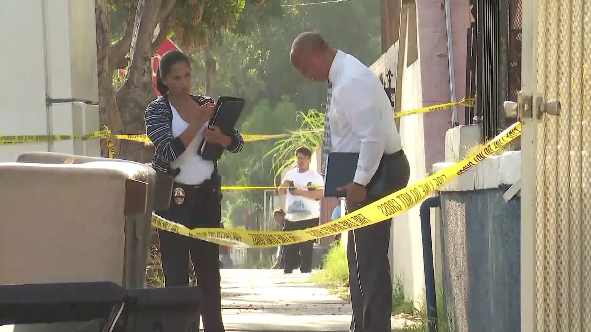 Authorities respond to investigate a fatal stabbing in the Pico-Union neighborhood of Los Angeles on June 13, 2019. (Credit: KTLA)
