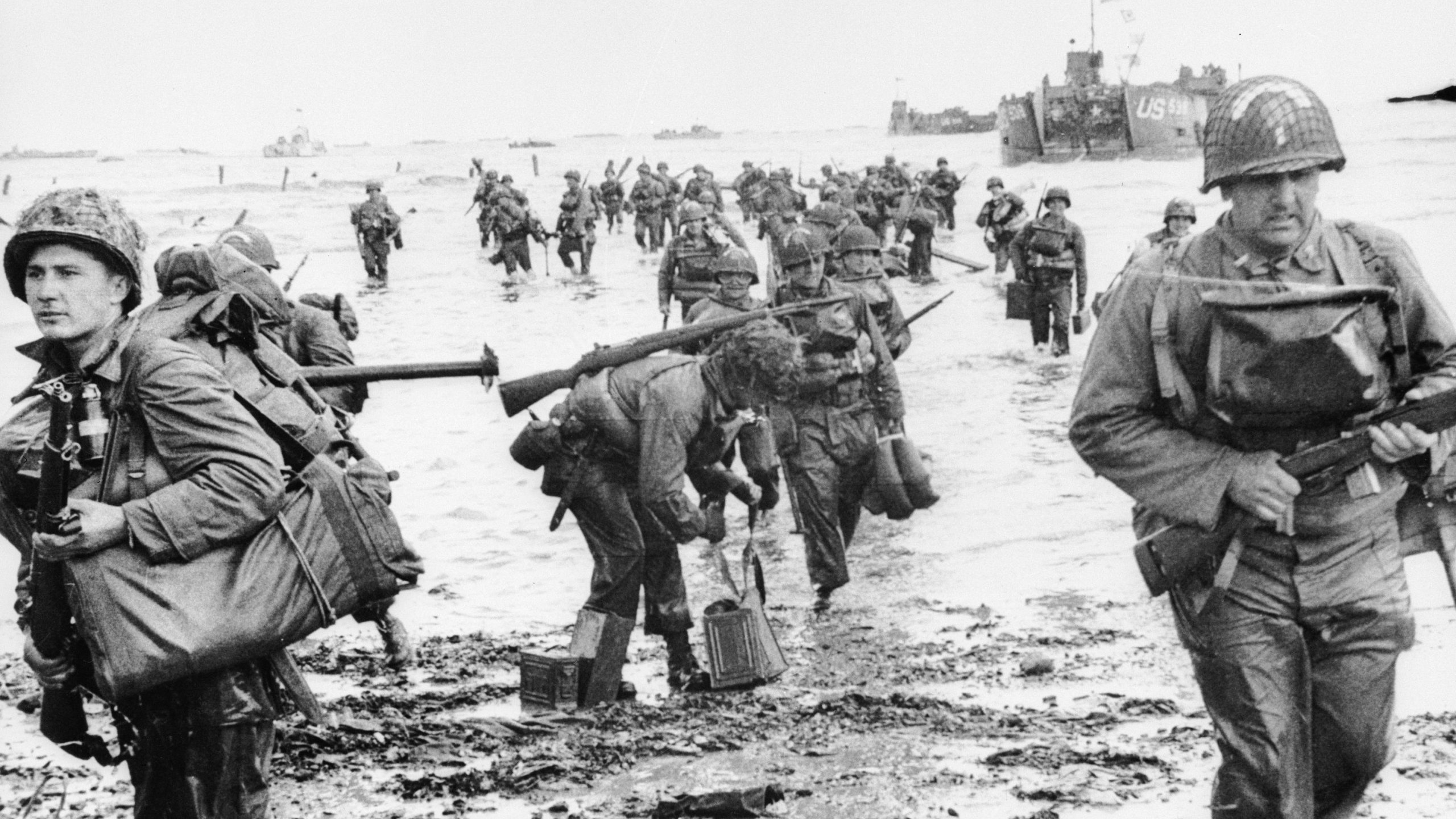 US troops landing on Omaha beach during the Normandy landings. (Credit: Keystone/Hulton Archive/Getty)