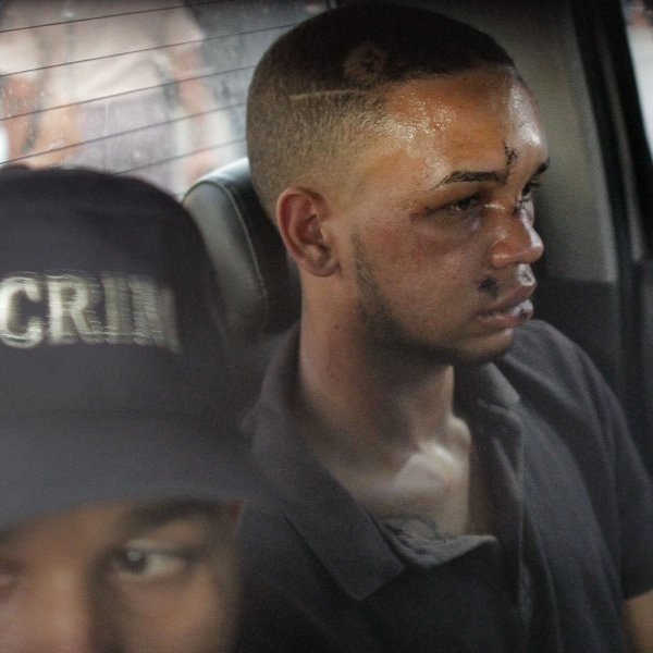 Eddy Vladimir Féliz Garcia, in custody in connection with the shooting of former Boston Red Sox slugger David Ortiz, is transferred by police to court. (Credit: Roberto Guzman/AP)