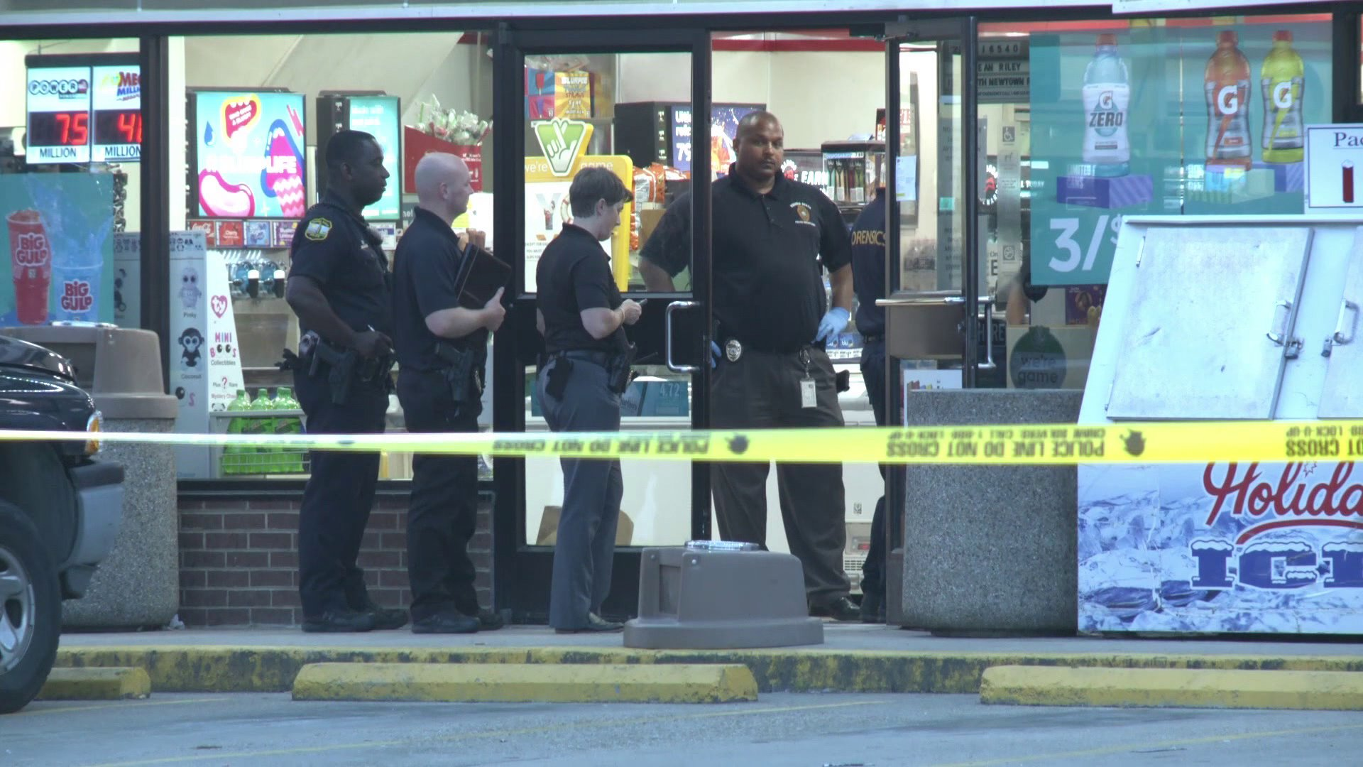 Two attempted robbers were shot, one fatally, at a 7-Eleven in Virginia Beach, Virginia on July 25, 2019. (Credit: WTKR)