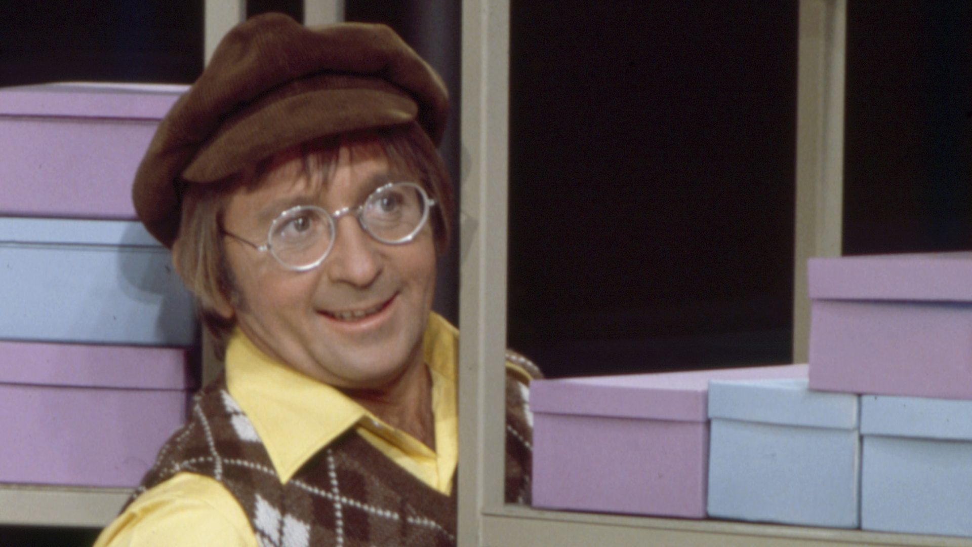"""Arte Johnson appearing on the ABC TV special """"Robert Young with the Young"""" in 1973. (Credit: Walt Disney Television via Getty Images)"""