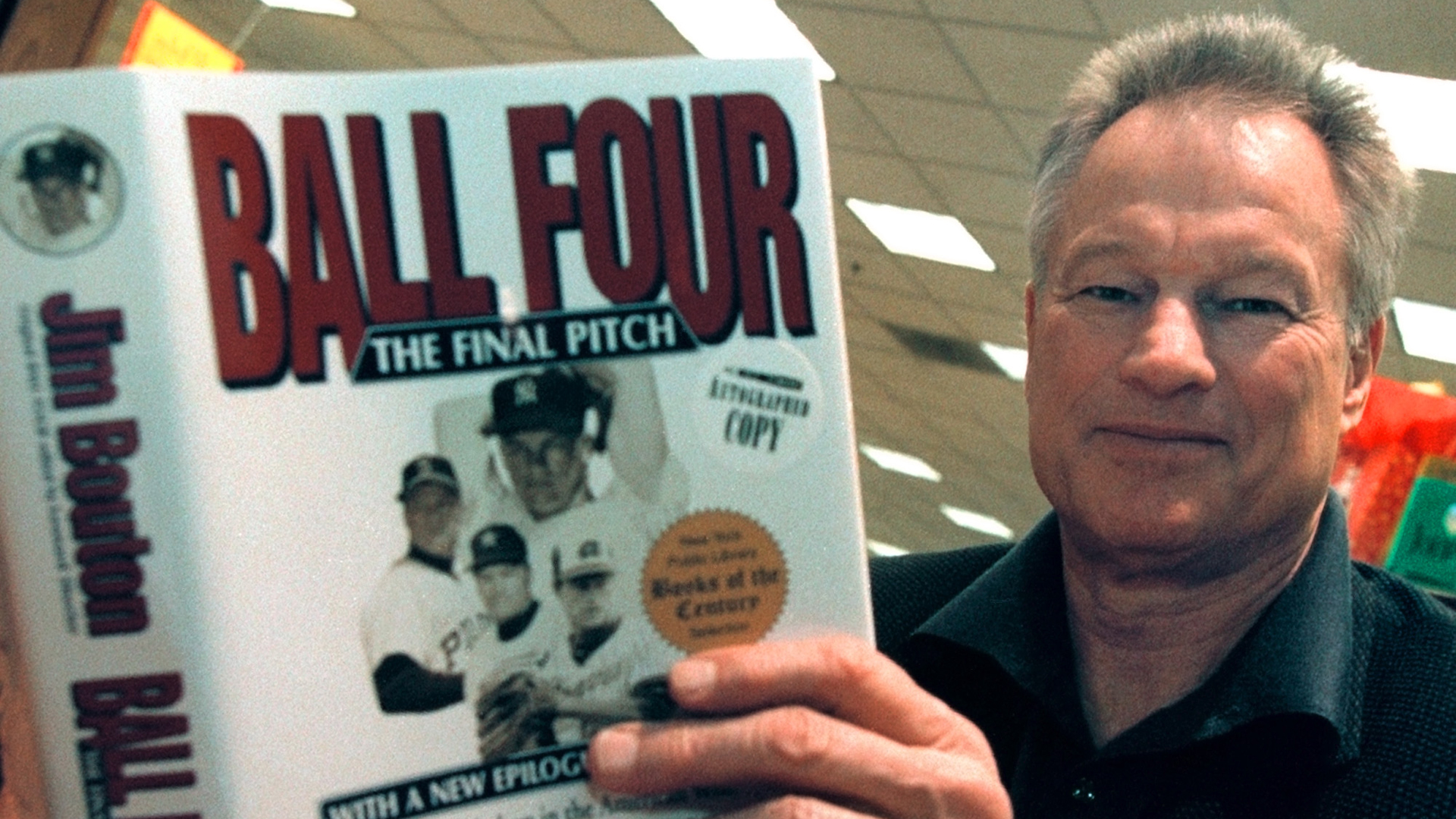"Former New York Yankees pitcher Jim Bouton signs copies of his new book, ""Ball Four: The Final Pitch"" November 27, 2000 at a Waldenbooks store in Schaumburg, IL. (Credit: Tim Boyle/Newsmakers)"