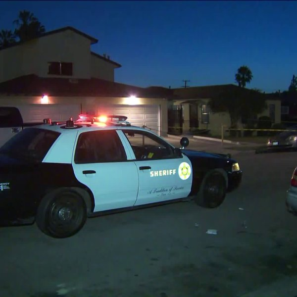 Deputies respond to the the 1000 block of West 94th Street in the Westmont area of South Los Angeles on July 12, 2019. (Credit: KTLA)