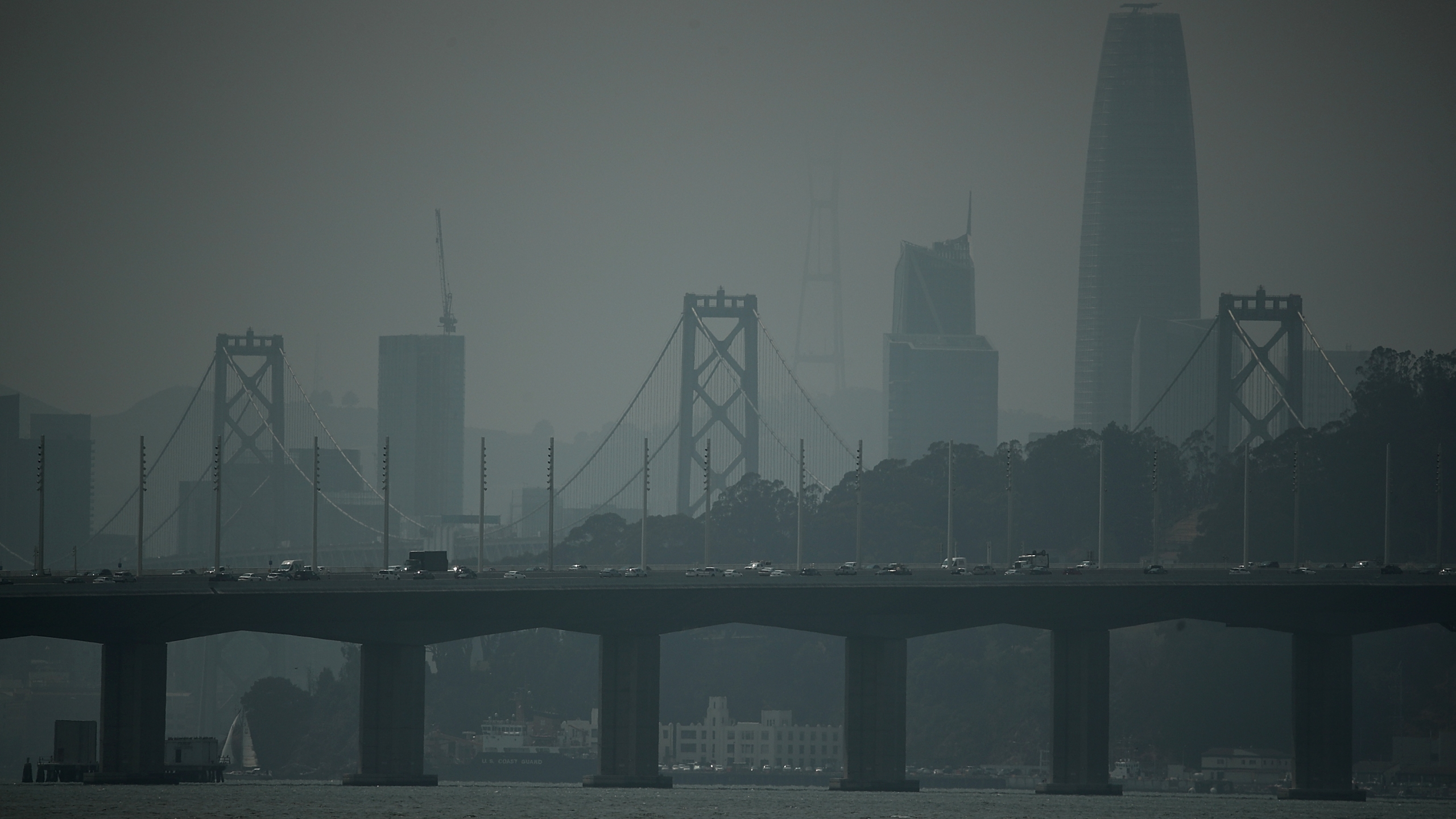 A smoky haze obstructs the view of the San Francisco skyline on Aug. 24, 2018, in San Francisco. (Credit: Justin Sullivan/Getty Images)