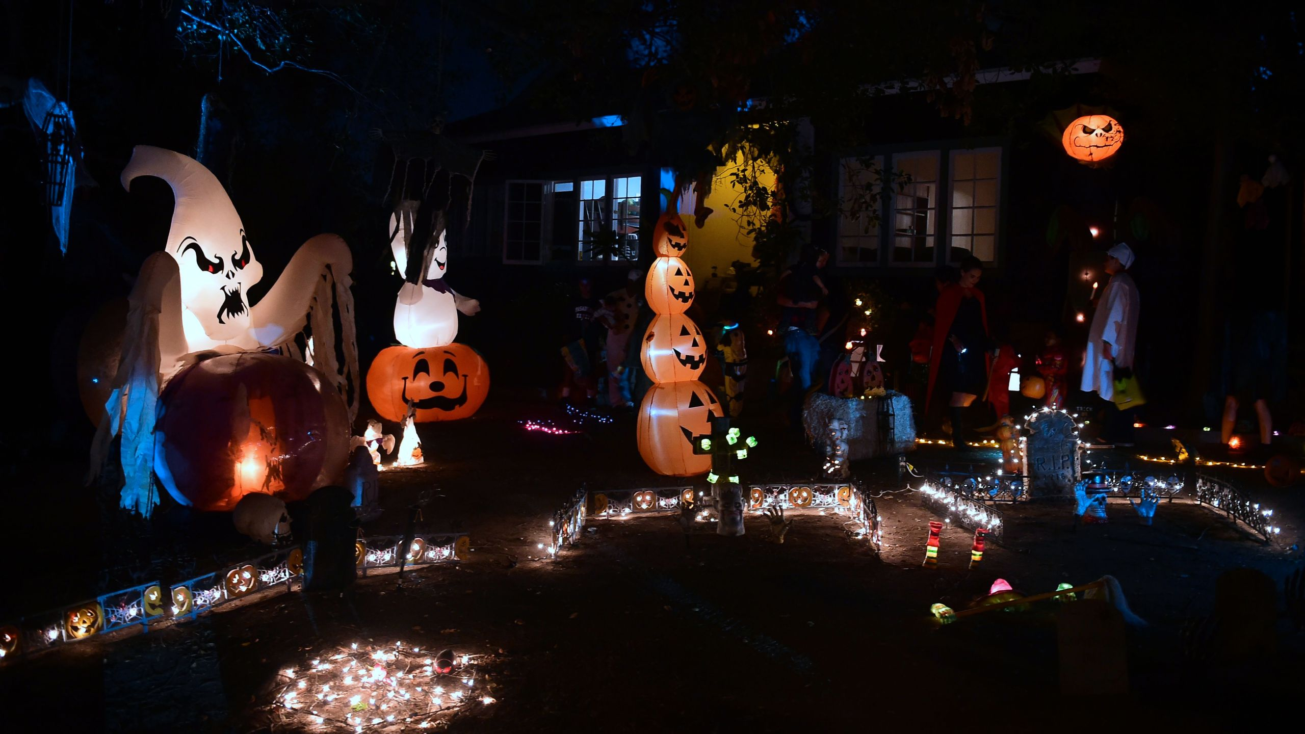 Trick or Treaters out for candy on a street popular for its tradition of home decorations on Halloween Night in Sierra Madre on October 31, 2018. (Credit: FREDERIC J. BROWN/AFP/Getty Images)