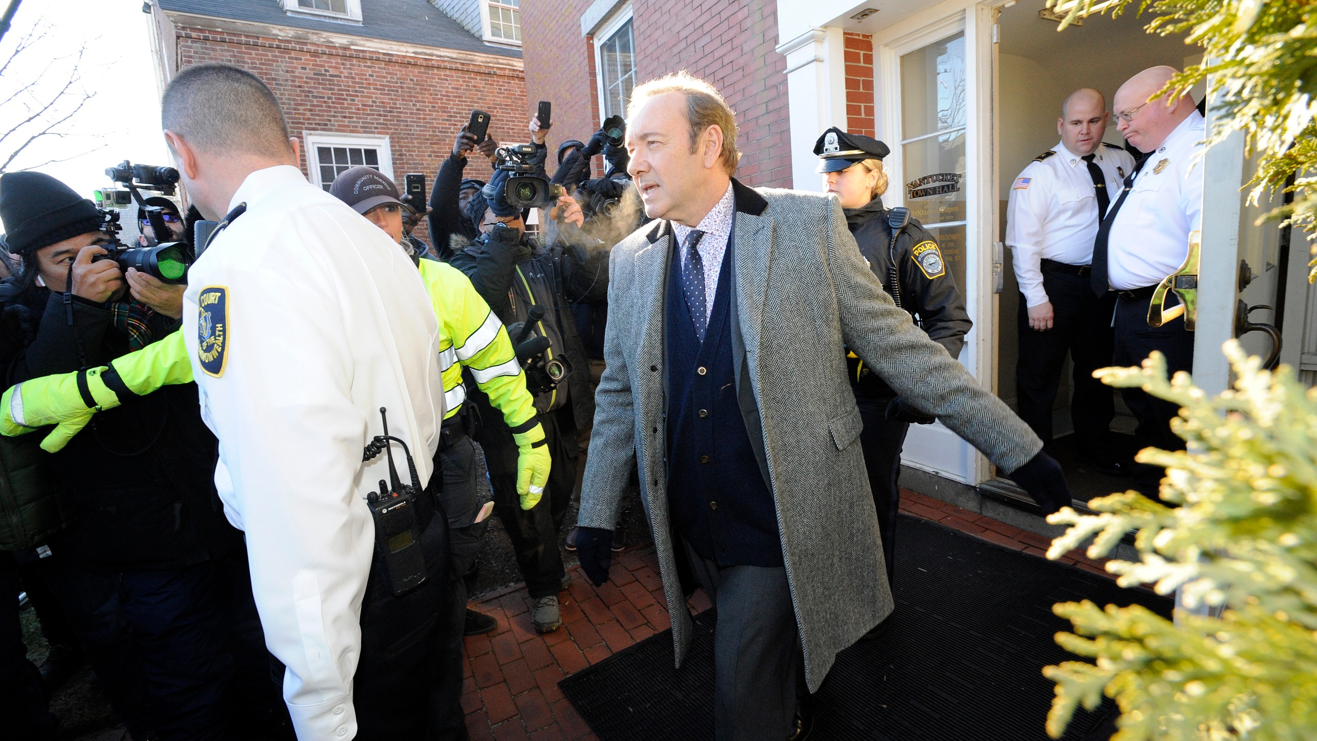 Kevin Spacey exits the courthouse after making an appearance during his arraignment on Jan. 7, 2019 at the Nantucket District Court, in Nantucket, Massachusetts. (Credit:JOSEPH PREZIOSO/AFP/Getty Images)