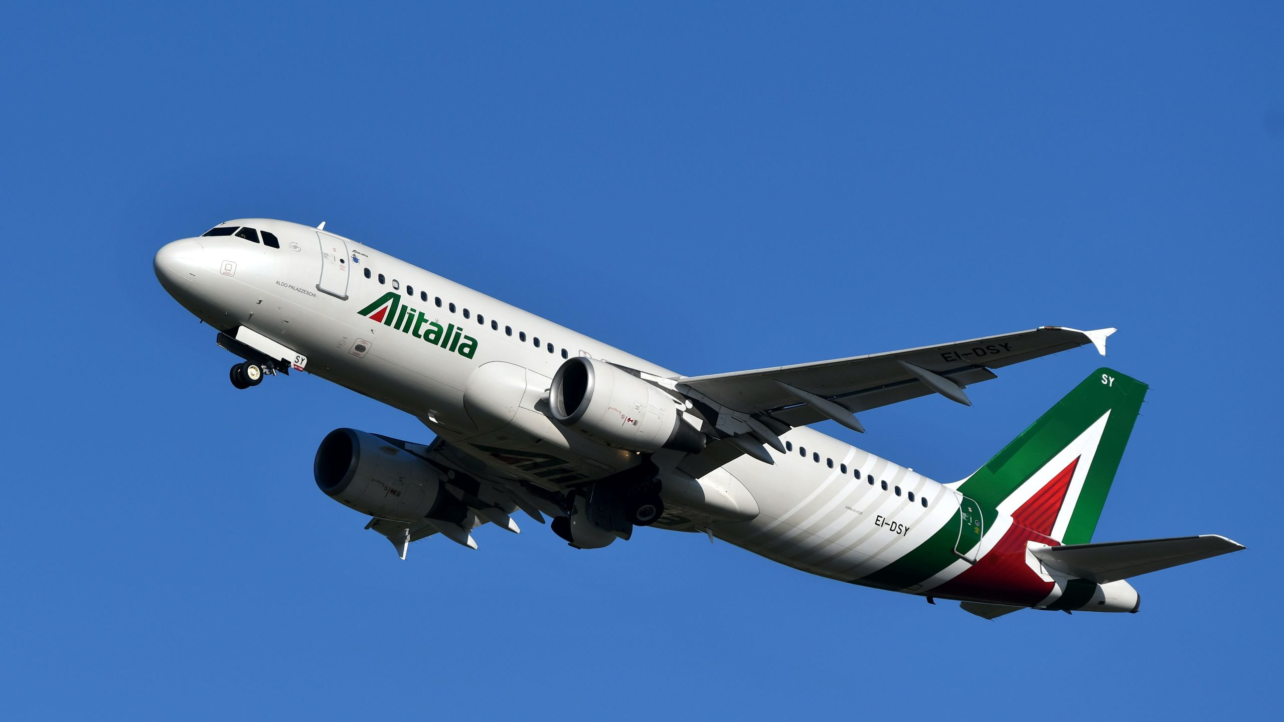 An Alitalia airline plane takes off from Rome's Fiumicino airport on May 31, 2019. (Credit: Alberto Pizzoli/AFP/Getty Images)