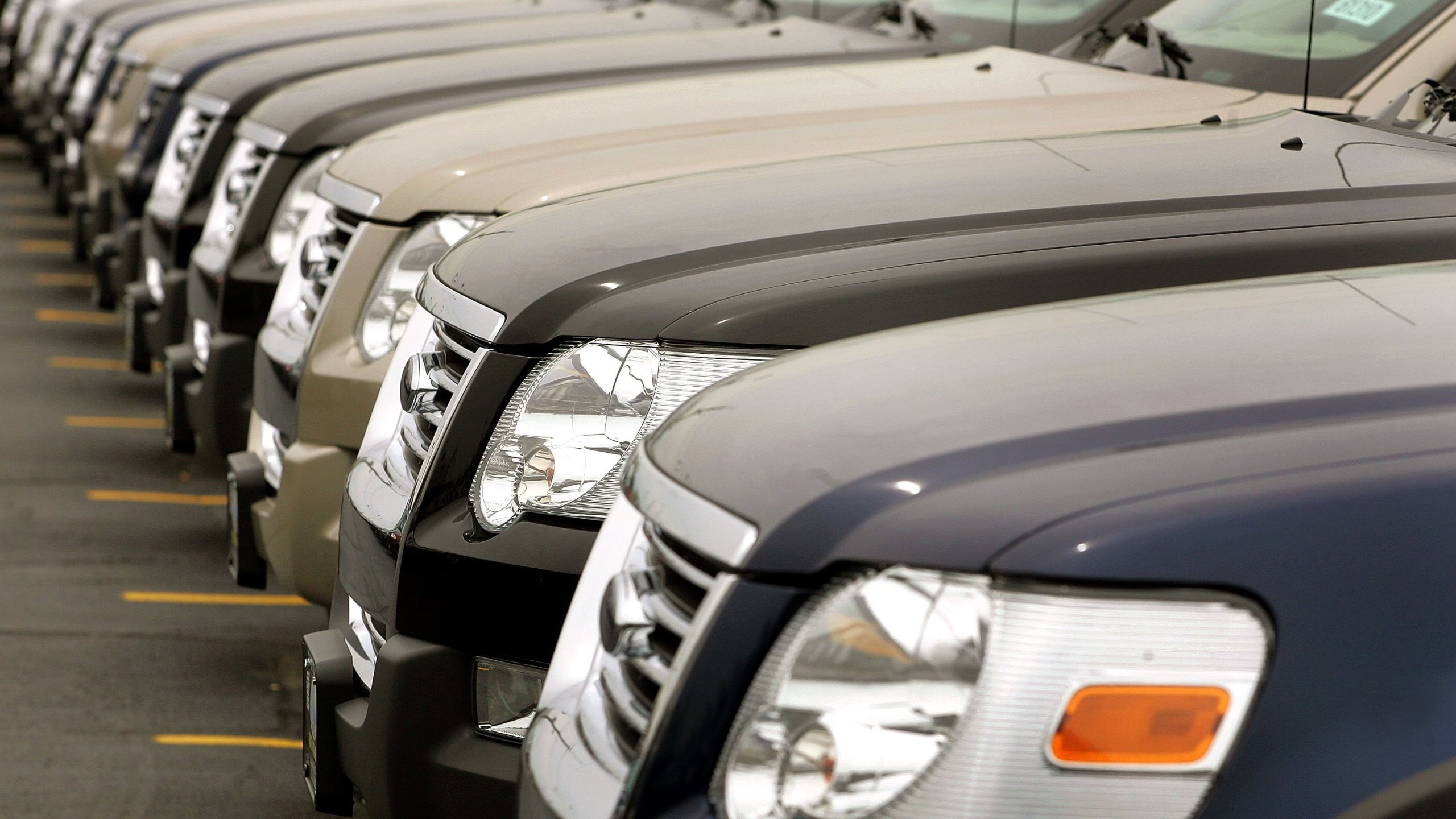 Ford Explorer SUVs are parked at the Golf Mill Ford on May 3, 2006 in Niles, Illinois. (Credit: Tim Boyle/Getty Images)